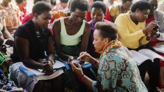 A Women for Women International - Rwanda trainer teaches programme participants techniques for saving. Photo: Serrah Galos
