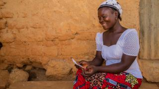 Faith, a Women for Women International participant from Nigeria reading a letter from her sponsor. Photo: Monilekan